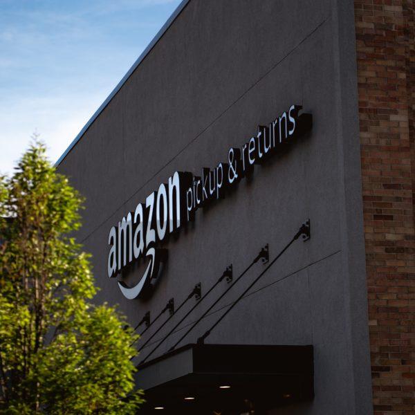 photo of Amazon pickup & returns center